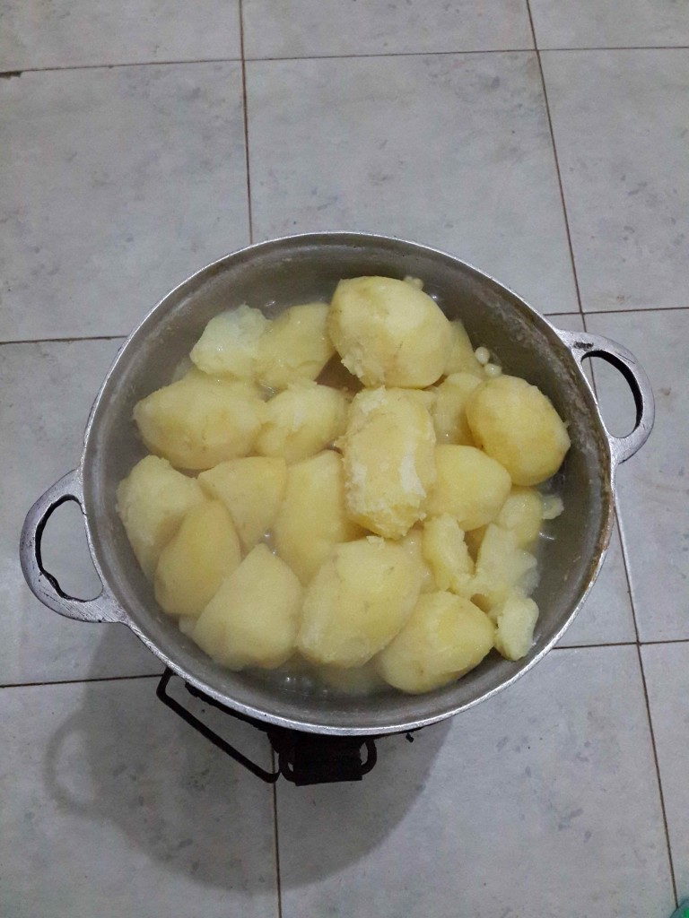 Whole potatoes for mukimo